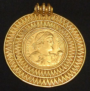 Liudhard medalet - Medal of the Emperor Valens (r. 364-78)