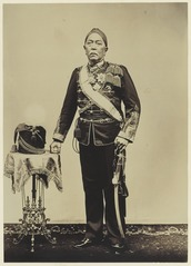KITLV 3789 - Kassian Céphas - Hamengkoe Buwono VII sultan of Yogyakarta, in general uniform of Dutch Indian Army - Around 1910.tif
