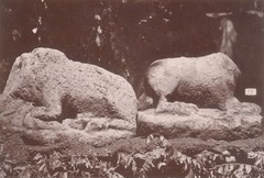 KITLV 87648 - Isidore van Kinsbergen - Sculptures at Tjoepoe in Bandung - Before 1900.tif