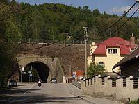 Kabáty (u Jílového) - viadukt a vila čp. 25.JPG