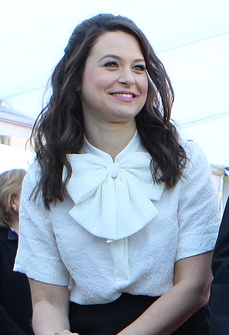 Katie Lowes in SAG Awards Red Carpet Rollout (24328180089).jpg