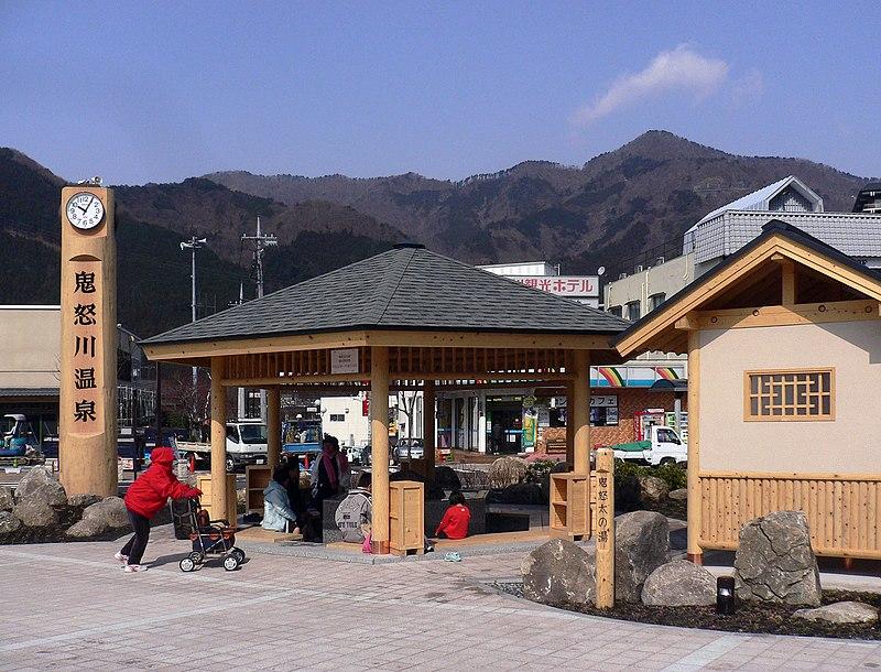 photo by鬼怒川温泉駅 - Wikipedia