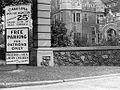 Kiwanis Club sign at Casa Loma (Fonds 1244, Item 4119).jpg