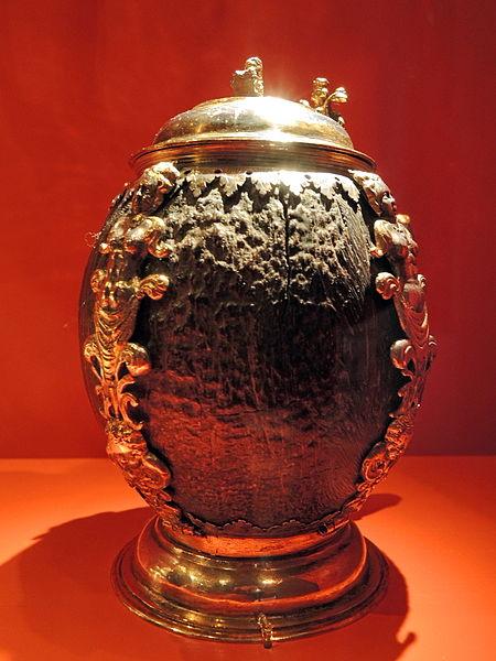 File:Kokosnusshumpen spätes 16. Jh. - Silberobjekte aus dem Rathaus - Stadtmuseum Rapperswil 2012-12-01 16-18-13 (P7700).JPG