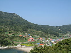 A town in Heuksando, one of the island in Sinan county.