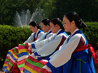 Korean sword dance-Jinju geommu-02.jpg