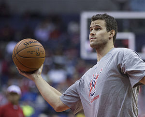 Kris Humphries - Humphries warming-up with Wizards in November 2014.