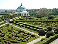 Kromeriz - Kvetna zahrada - vyhled z promenady.JPG