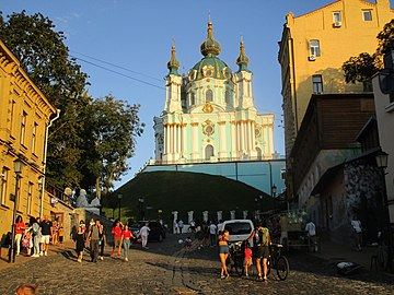 Kyiv - Andriivska church on descent.jpg