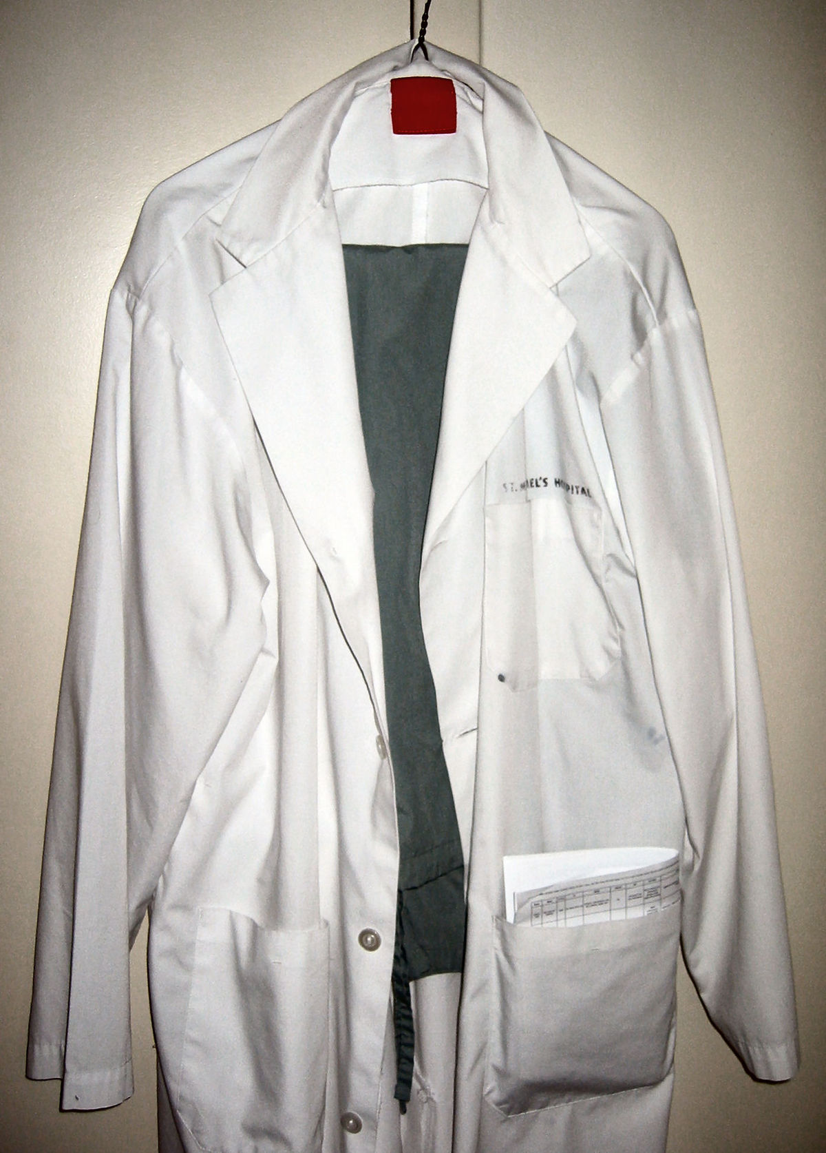 White coat - Wikipedia