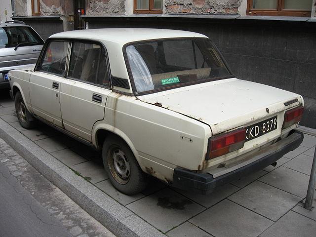 Lada 2107 on Józefa Ignacego Kraszewskiego street in Kraków (2)