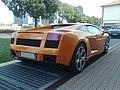 Lamborghini arancione dietro.jpg