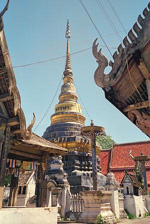 Lampang Wat Pongsanuk Chedi.jpg
