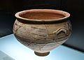 Lebes amb anses horitzontals aplicades i decoració pintada estil Elx-Archena, museu de la Ciutat d'Alacant.JPG