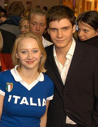Ulrich Mühe - Mühe's daughter Anna Maria, with actor Daniel Brühl at the première of their film Was nützt die Liebe in Gedanken (Love in Thoughts, 2004)