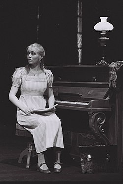 Attrice norvegese Linn Stokke come Frida Foldal a Nationaltheatret a Oslo, 1979
