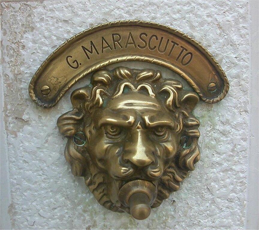 file lion head doorbell  venice jpg