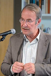 Litteraturprofessor Hans H. Skei vid ett evenmang om Nordiska radets litteraturpris i Oslo 2011-04-11 (1) (cropped).jpg