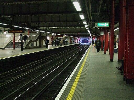 Liverpool Street tube stn Circle line look anticlockwise