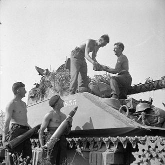 Sherman Firefly - Loading 17-pounder rounds into a Firefly