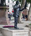 Londres Statue of Nelson Mandela.jpg