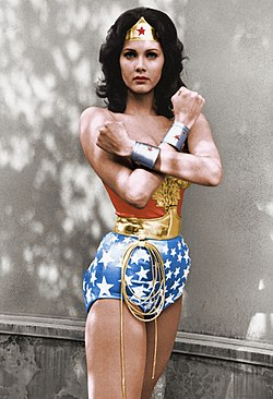 Lynda Carter dans la série télévisée The New Adventures of Wonder Woman.