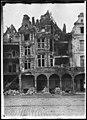 Maison - Façades des maisons de la Petite Place après un bombardement - Arras - Médiathèque de l'architecture et du patrimoine - APDU001394.jpg