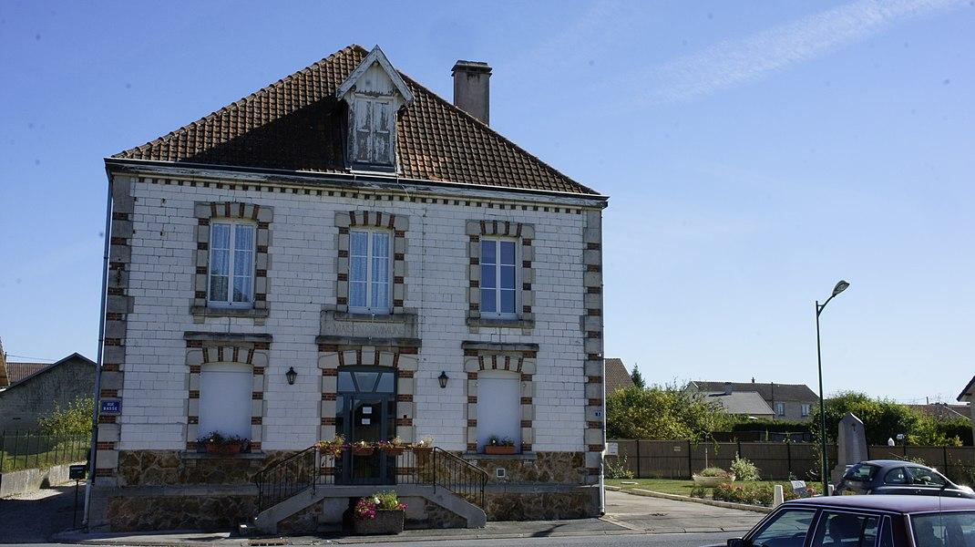 Vue de la mairie de Thibie.