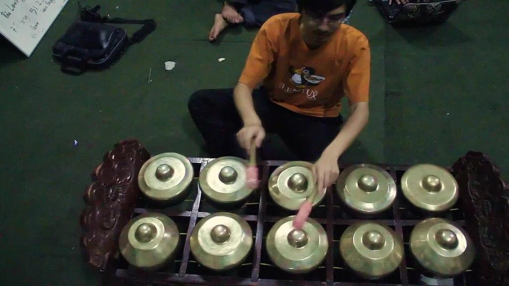 File:Man demonstrating arrangement of sundanese gamelan ...