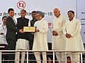 Manmohan Singh presenting the metro excellence award at the foundation stone laying ceremony of Phase-1B of Jaipur Metro, at Jaipur, Rajasthan. The Union Minister for New and Renewable Energy.jpg