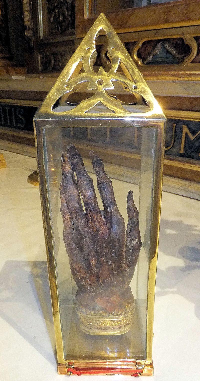 Mano sinistra di santa Caterina da Siena.jpg