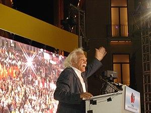 English: Manolis Glezos giving a speech at a 2...
