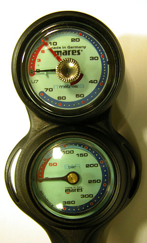 Console with pressure gauge and analog depth gauge Mares depth pressure gauge.jpg