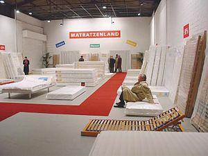 Guillaume Bijl - Mattressdiscount installation, 2002, Kunsthalle, Münster