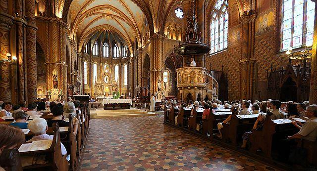 Intérieur de l'église Matyas à Budapest