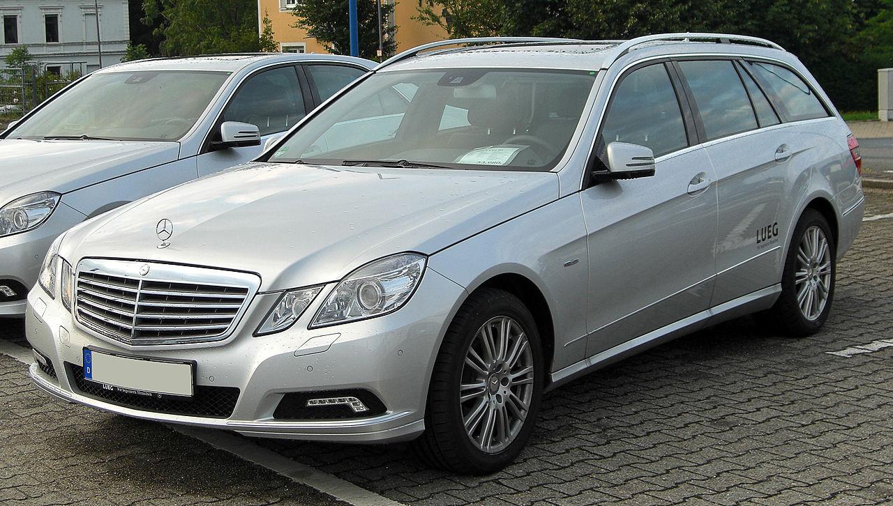 File:Mercedes E 220 CDI BlueEFFICIENCY T-Modell Elegance (S212) front 20100818.jpg - Wikimedia ...