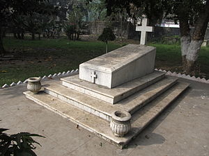 Michael Knatchbull, 5th Baron Brabourne - The grave of The 5th Baron Brabourne at St. John's Churchyard, Kolkata, India.