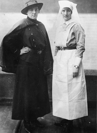 Canadian women in the World Wars - Type of uniform worn by Canadian Army Medical Corps Nursing Service and Mess Uniform during the First World War