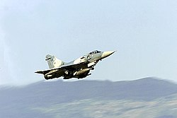 離陸するギリシャ空軍所属ミラージュ 2000EG
