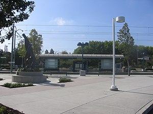 Moffett Park station - Image: Moffett Park VTA 1086 03