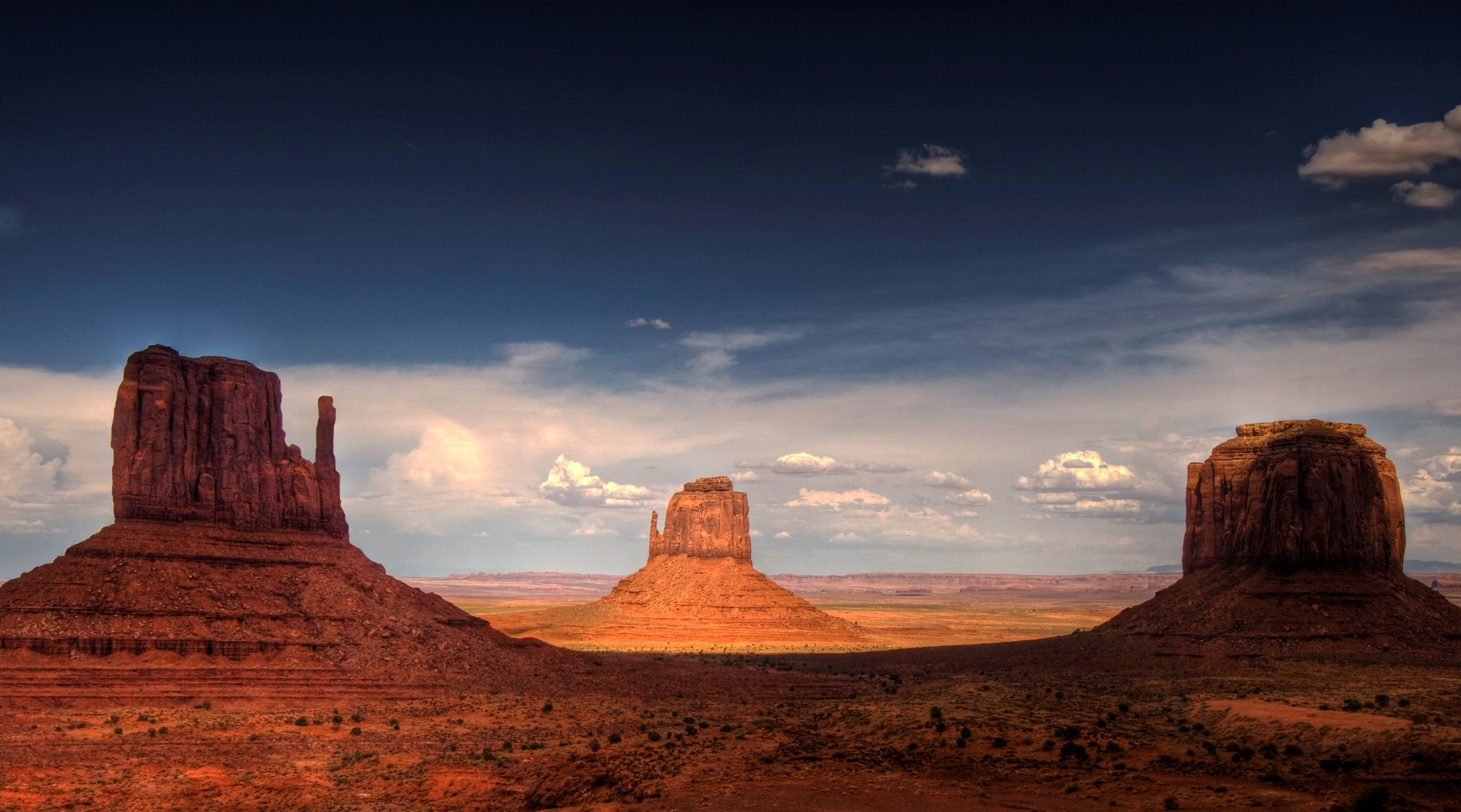 Monument Valley, late afternoon Cropped.jpg