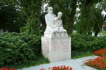 Monument for those who died in the Second World War.jpg
