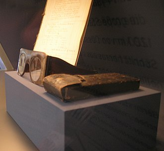 Moses Mendelssohn - Moses Mendelssohn's glasses, in the Jewish Museum, Berlin