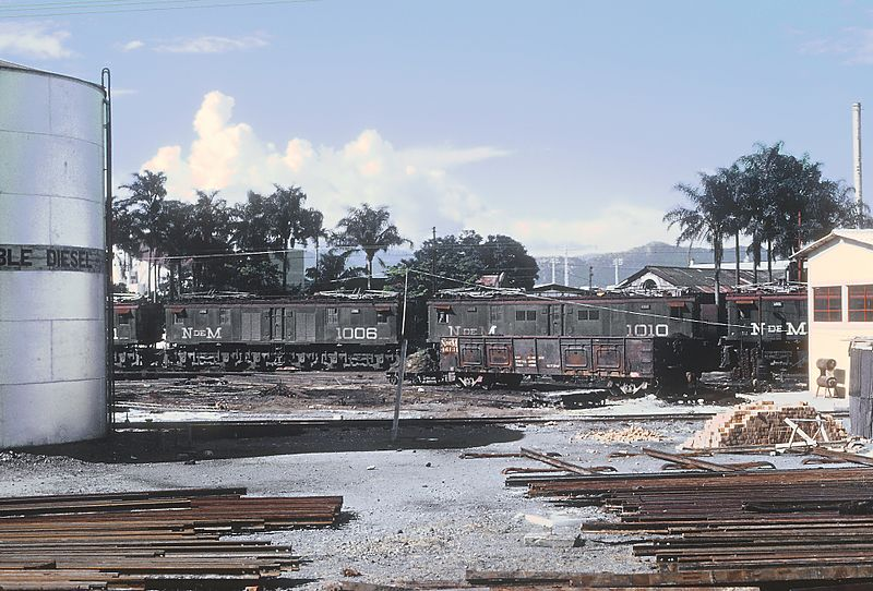 File:N de M electricts 1006 and 1010 (ex F.C.M.) stored in Orizaba, VER., Mexico yard on September 11, 1966 (34138478922).jpg