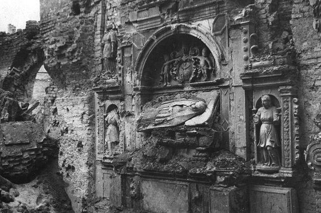 Tombeau maniériste de l'église Sainte Hyacinthe, détruit pendant la 2nde guerre mondiale