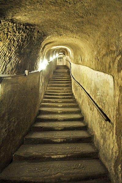File:Napoli sotterranea (cunicolo).jpg