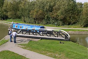 Narrow Boat at Foxton Locks Leics - Flickr - mick - Lumix.jpg