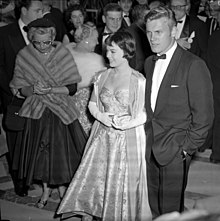 Natalie Wood and Tab Hunter arriving at the 28th Academy Awards 1956 cropped.jpg