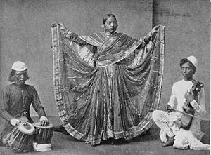 Nautch - Nautch dancer in Calcutta, ca. 1900