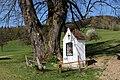 Neustadtl an der Donau - Naturdenkmal AM-053 - Stamm der Sommerlinde (Tilia platyphyllos) und Rastplatz.jpg